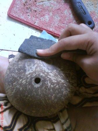 ... ada sisa-sisa sabut kelapa, silahkan diamplas menggunakan amplas kasar